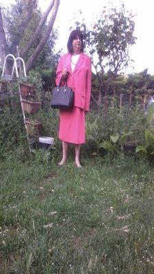 Mireille  une vieille trav en tailleur jupe
