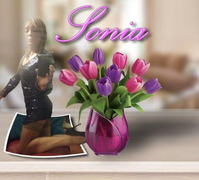Sonia est tellement belle que, quand elle passe, les mecs tombent immédiatement sous son charme !
