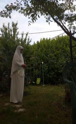 j ai rencontré un charmant rebeu , soumise j ai accepté de porter le jilbab