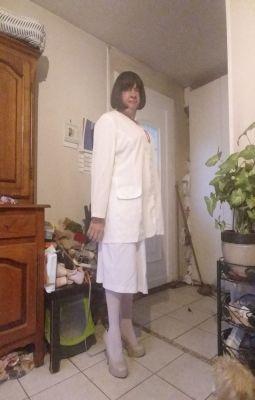 les beaux jours arrivent Mireille en tailleur  Blanc