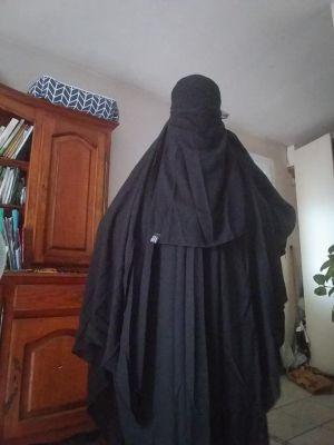 Mireille soumise   Féminisée en musulmane voilée par un ami Marocain qui m a donné un 2em prénom  en tenue je suis dprenavent KHADIJA