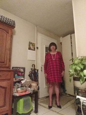 mireille dans une robe toute simple